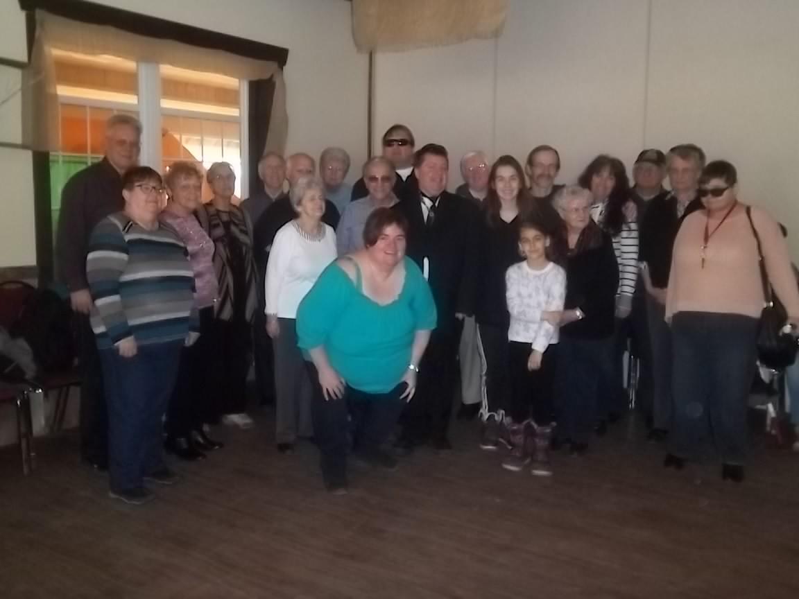 Groupe qui a participé à la cabane à sucre qui a eu lieu le 8 avril 2017 à la cabane Lalande située à Saint-Eustache.