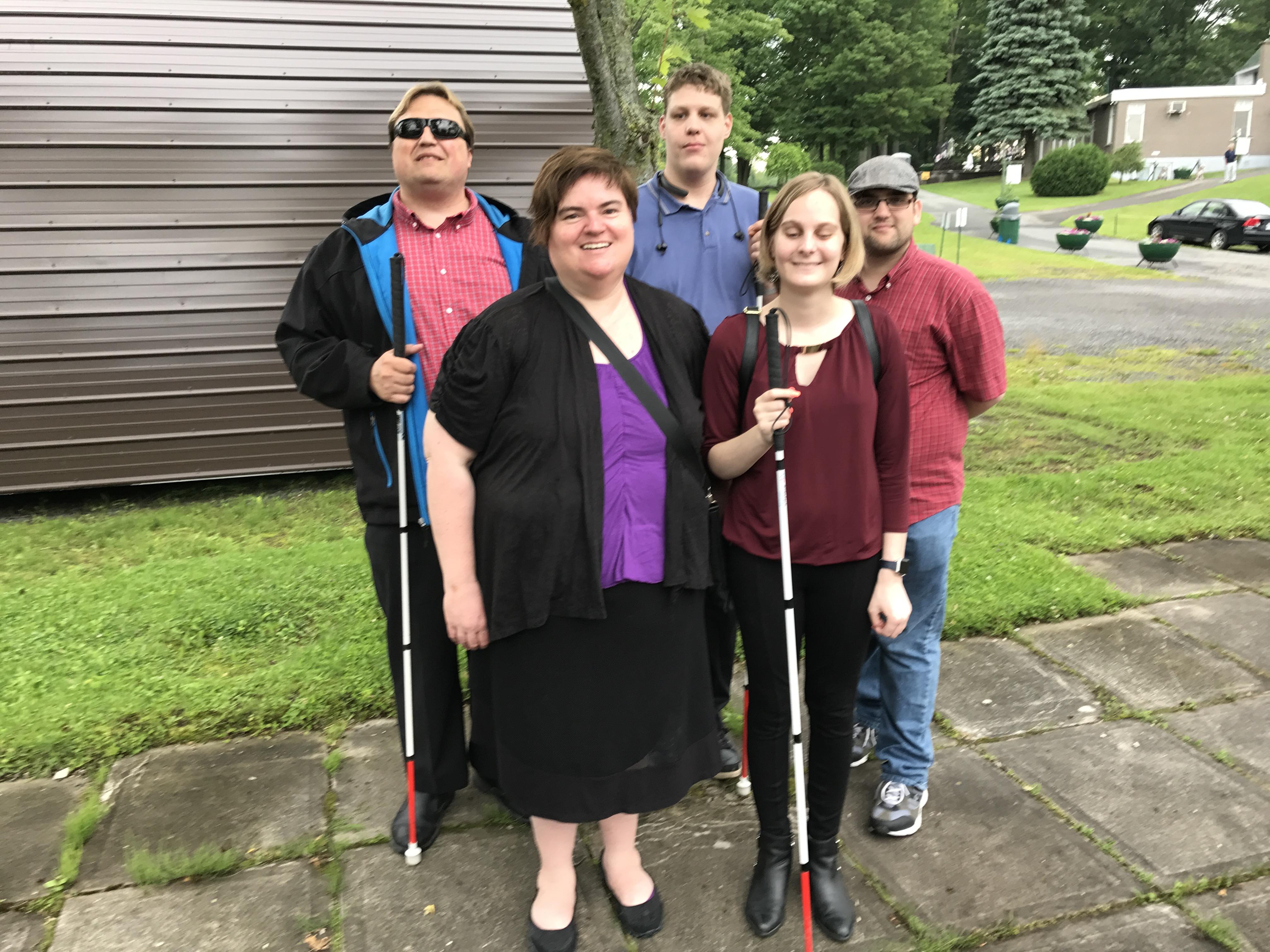 Membres du conseil d'administration du Conseil canadien des aveugles de Longueuil pour l'année 2017-2018.