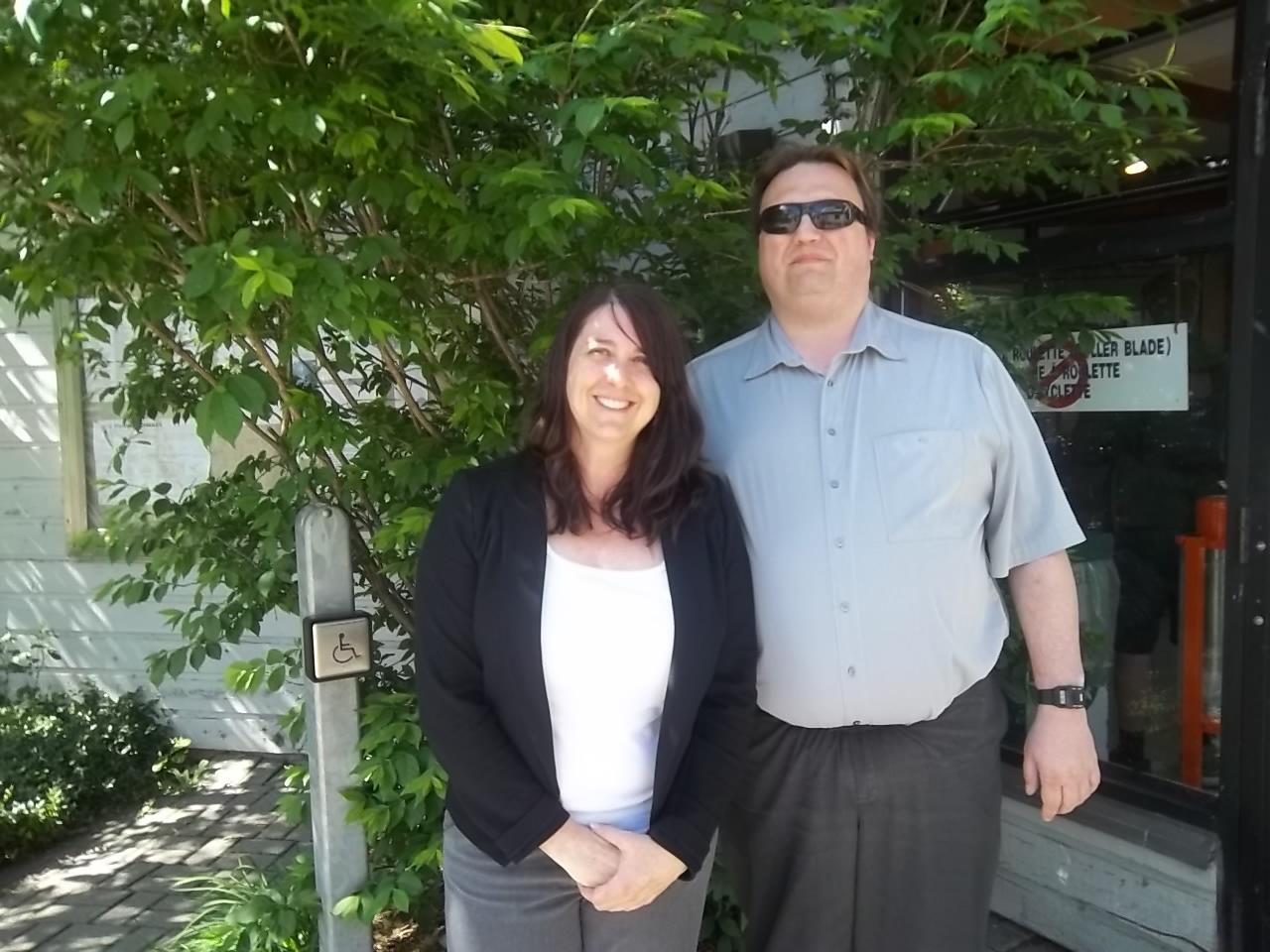 Karine Laprise et Martin Morin lors de la Semaine québécoise des personnes handicapées qui a eu lieu le 7 juin 2016 au Pavillon d'accueil du parc Michel-Chartrand situé à Longueuil.