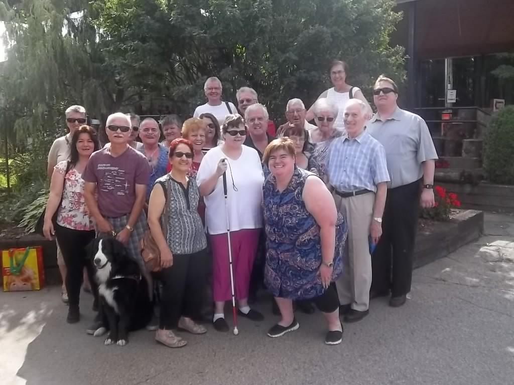 Groupe qui a participé à l'épluchette de blé d'Inde et à la cueillette de pommes qui a eu lieu le 10 septembre 2016 au Chalet du ruisseau à Mirabel.