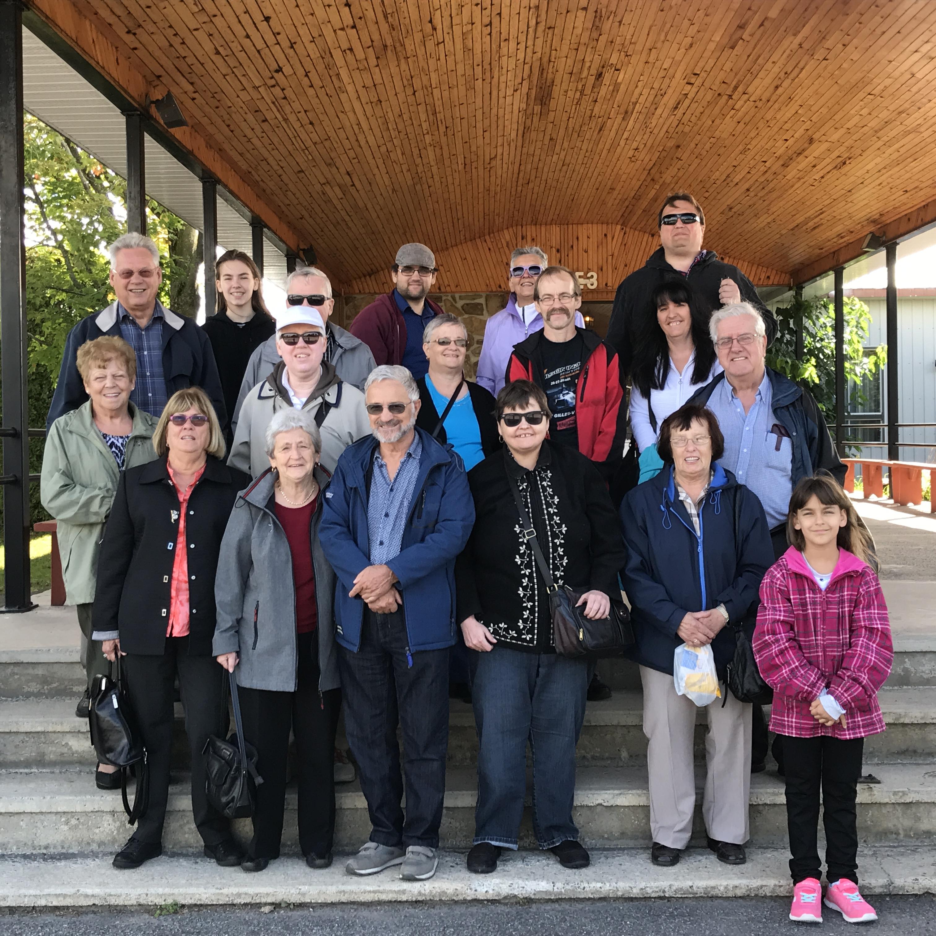Groupe qui a participé à l'épluchette de blé d'Inde et à la cueillette de pommes qui a eu lieu le 9 septembre 2017 au Chalet du ruisseau à Mirabel.