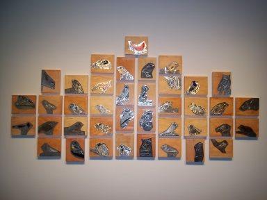 Portrait général de la murale de divers oiseaux réalisée par les élèves de l'école de Sainte-Bernadette-Soubirous.